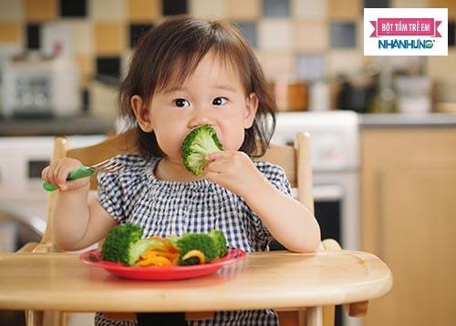 Trẻ bị sốt xuất huyết nên ăn gì kiêng gì để nhanh hồi phục sức khỏe?